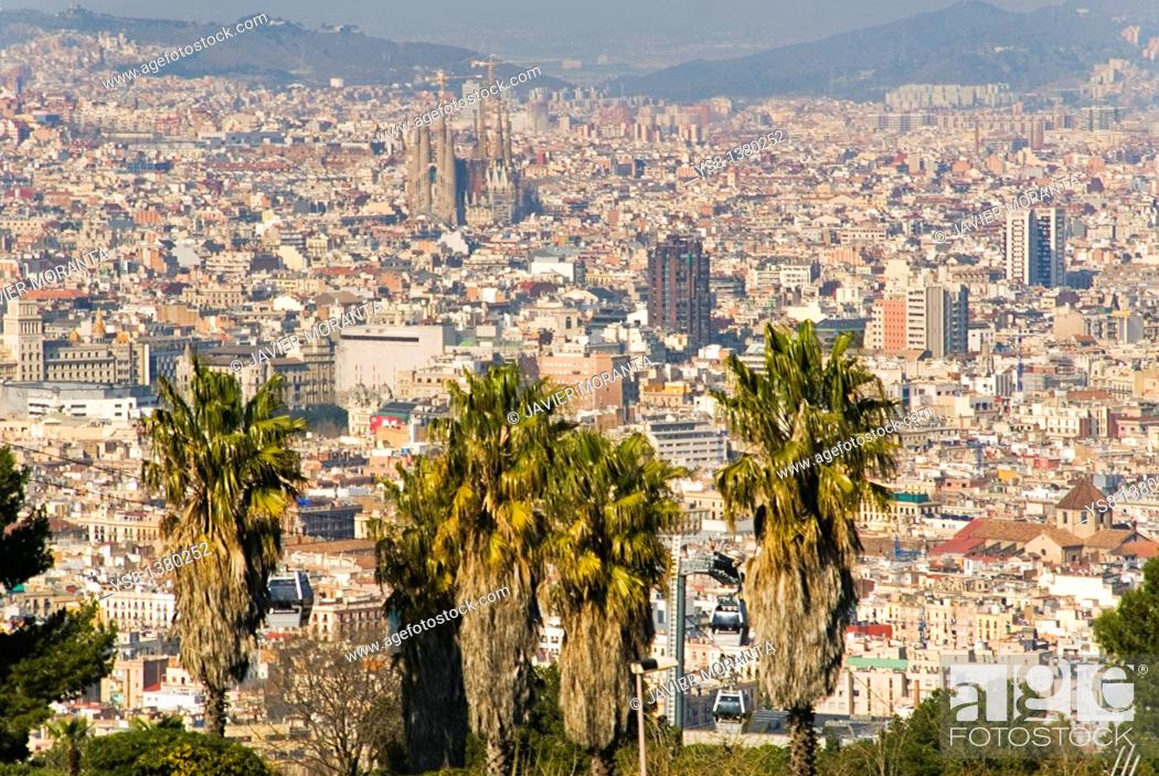 Stock Photo: Spain, Barcelona, General view of the city of Barcelona to the Sagrada Familia from Montjuïc.