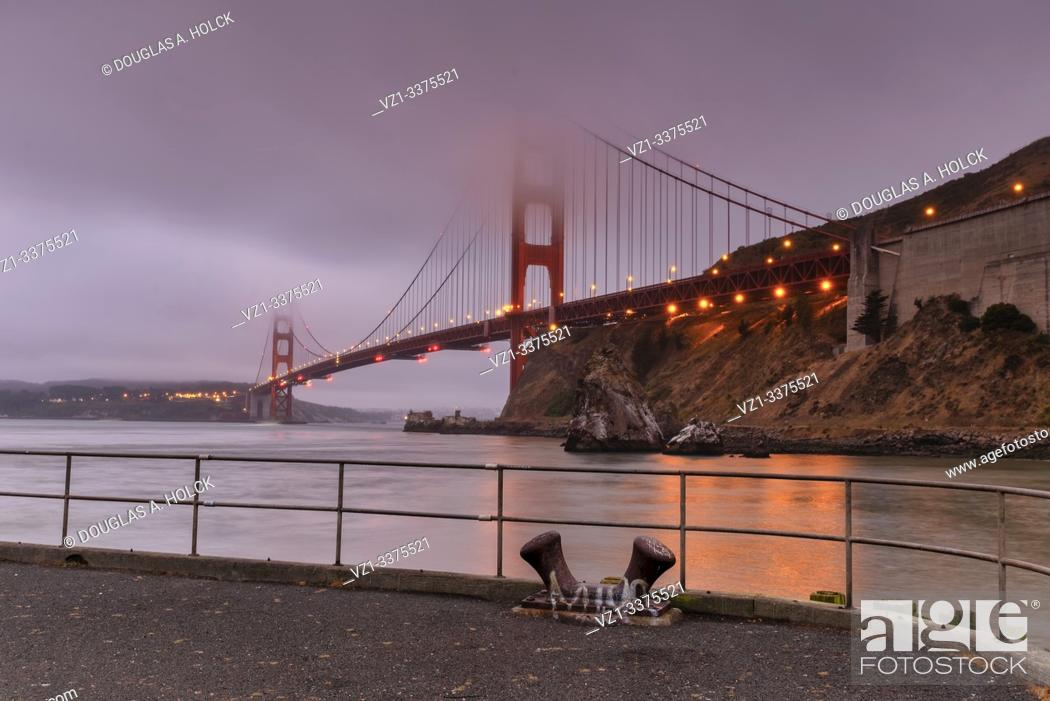 Imagen: Underneath the Fog and the Golden Gate San Francisco CA USA World Location.