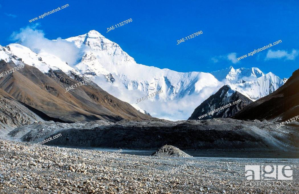 Stock Photo: The summit of Mount Everest (8848 metres), The Himalayas, Nepal.