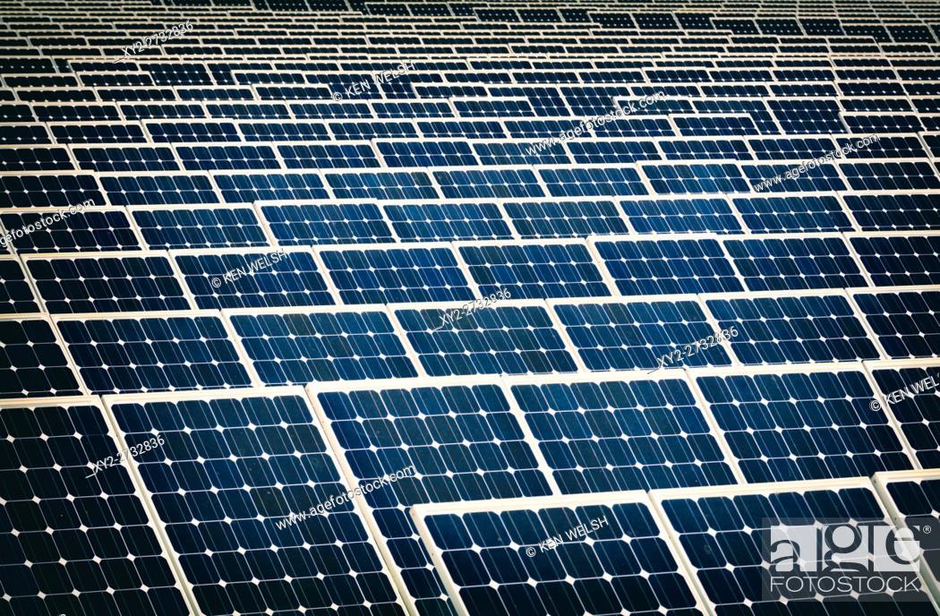 Imagen: Solar energy centre near Guadarranque, San Roque, Cadiz Province, Spain.