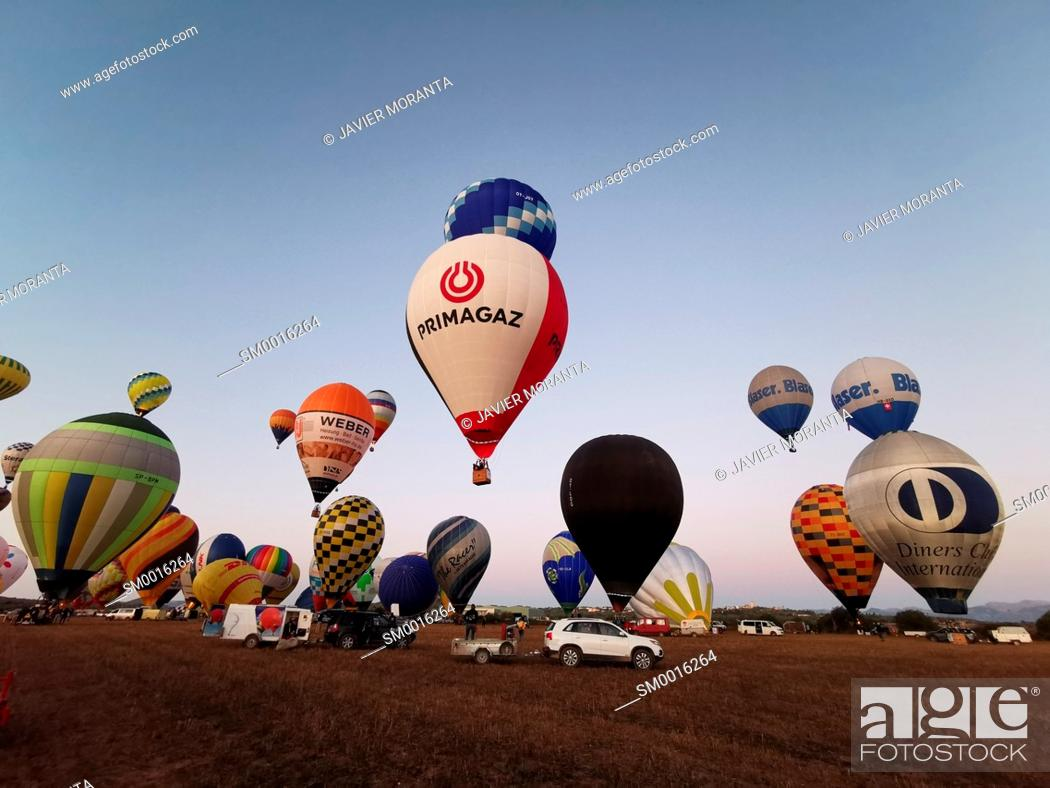 Photo de stock: Take-off of hot air balloons during participation in the XXI Fai Europeans Hot Air Balloon Championship 2019.