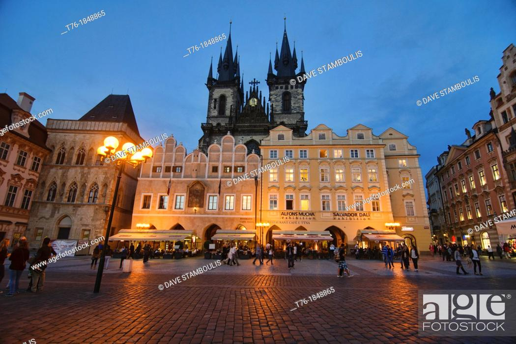 Imagen: The Church of Our Lady Before Tyn in the Old Town Square, Prague, Czech Republic.
