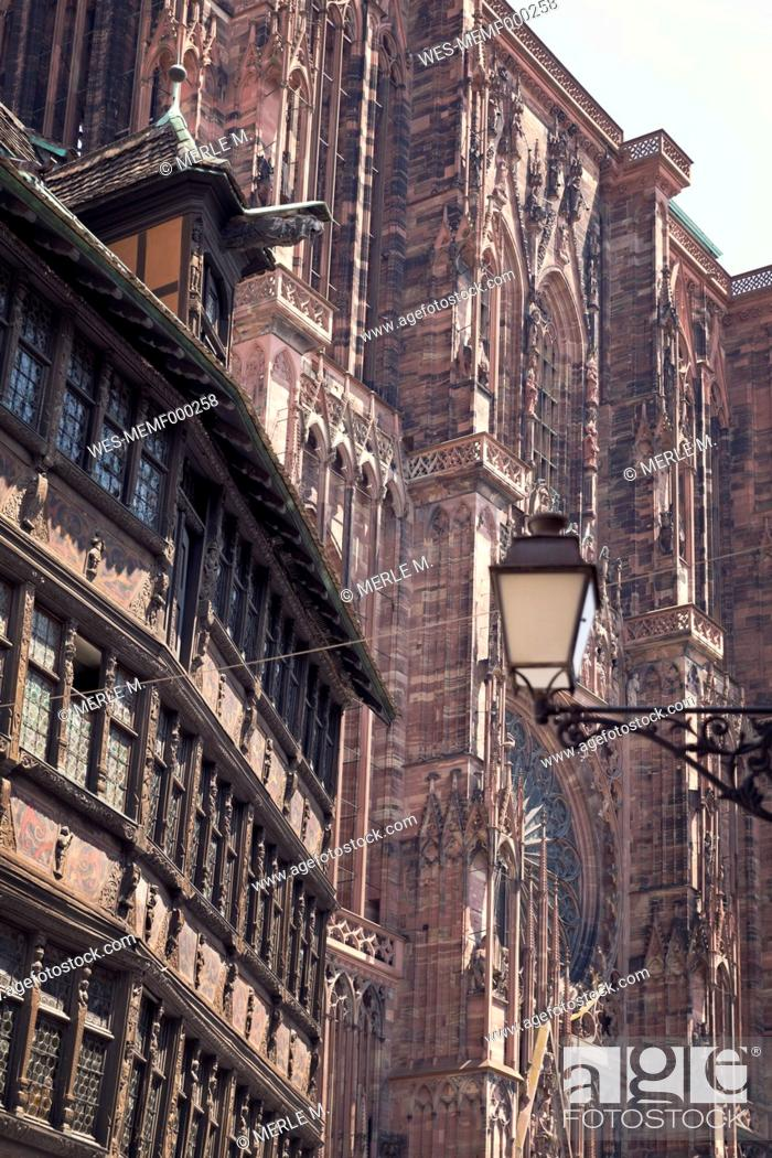 Stock Photo: France, Strasbourg, Kammerzell House and Strasbourg Cathedral.
