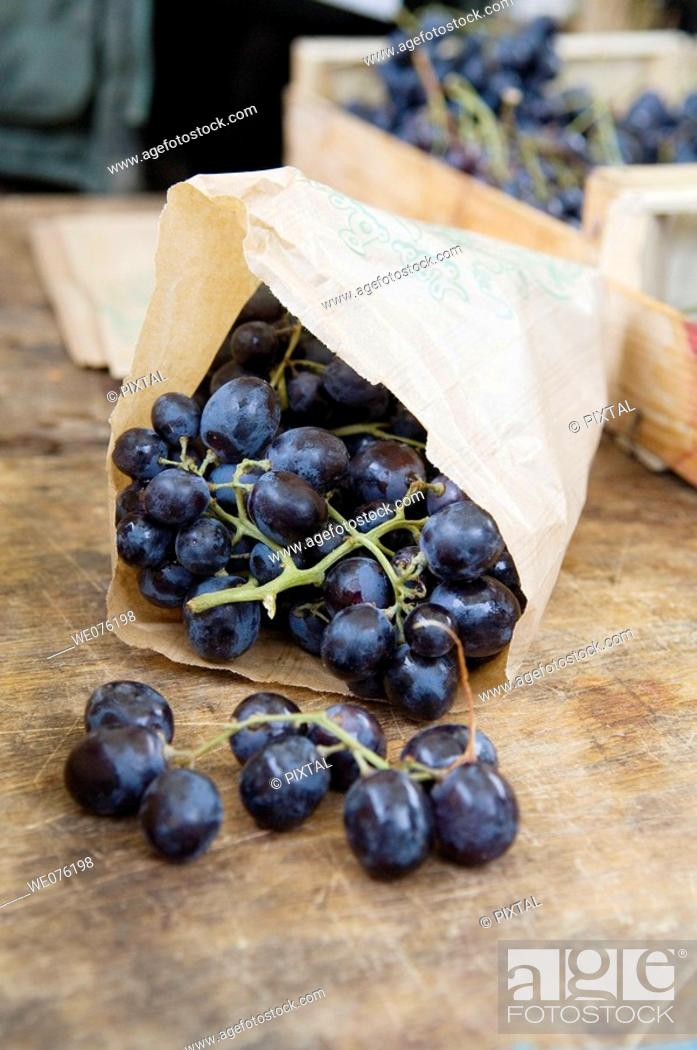 Stock Photo: France, Lot, Cahors, market, grapes.