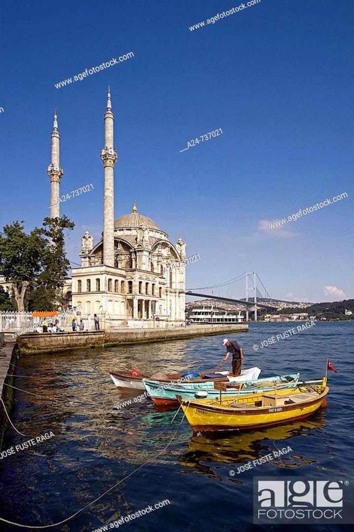 Imagen: Ortakoy Mosque and Phosphorus Bridge, Istanbul, Turkey.