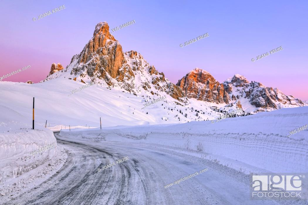 Stock Photo: Passo di Giau, Veneto, Dolomites, Italy, Europe.