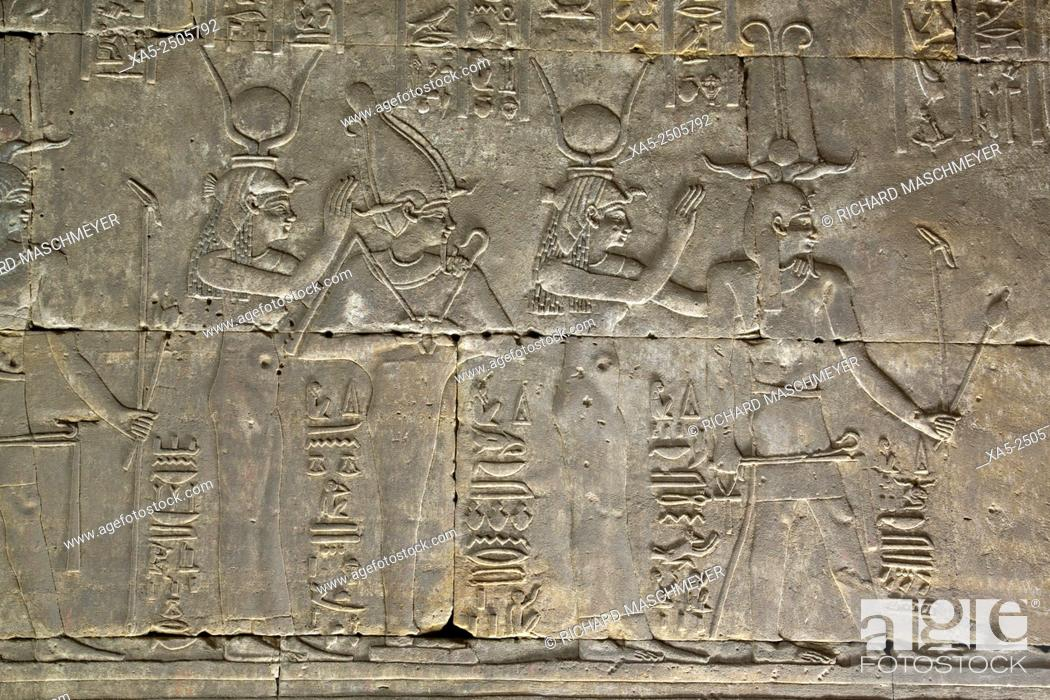 Imagen: Interior Relief of Gods and Goddesses, Temple of Horus, Edfu, Egypt.