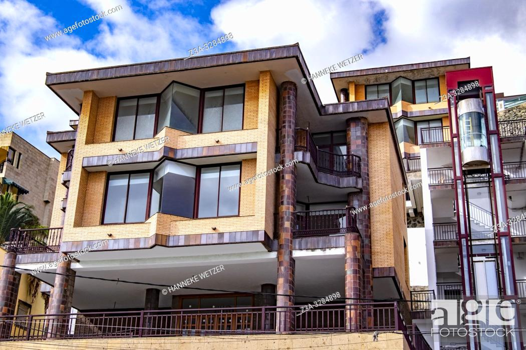 Imagen: Modern architecture in Las Palmas de Gran Canaria, Canary Islands.