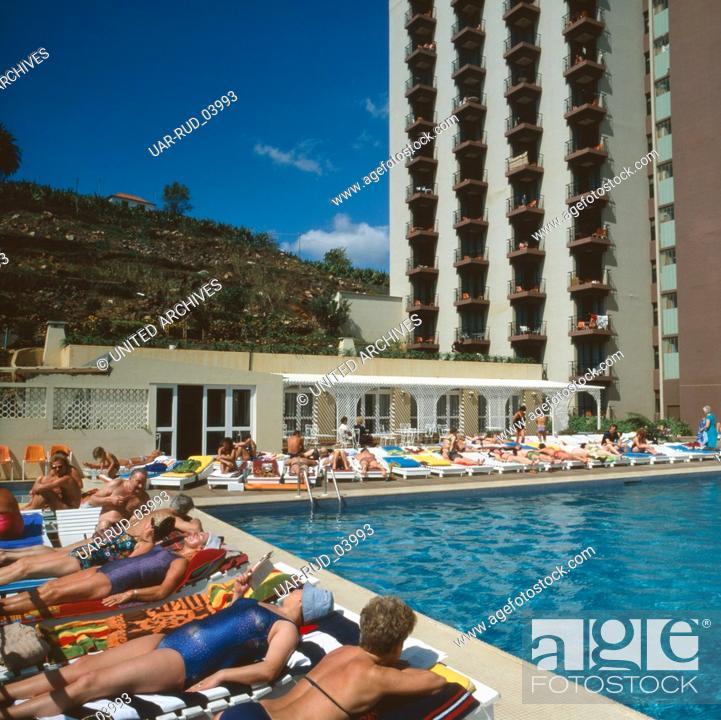 Stock Photo: Urlaub im Hotel Dorisol Mimosa in Funchal, Madeira, Portugal 1980. Vacation in Hotel Dorisol Mimosa in Funchal, Madeira, Portugal 1980.