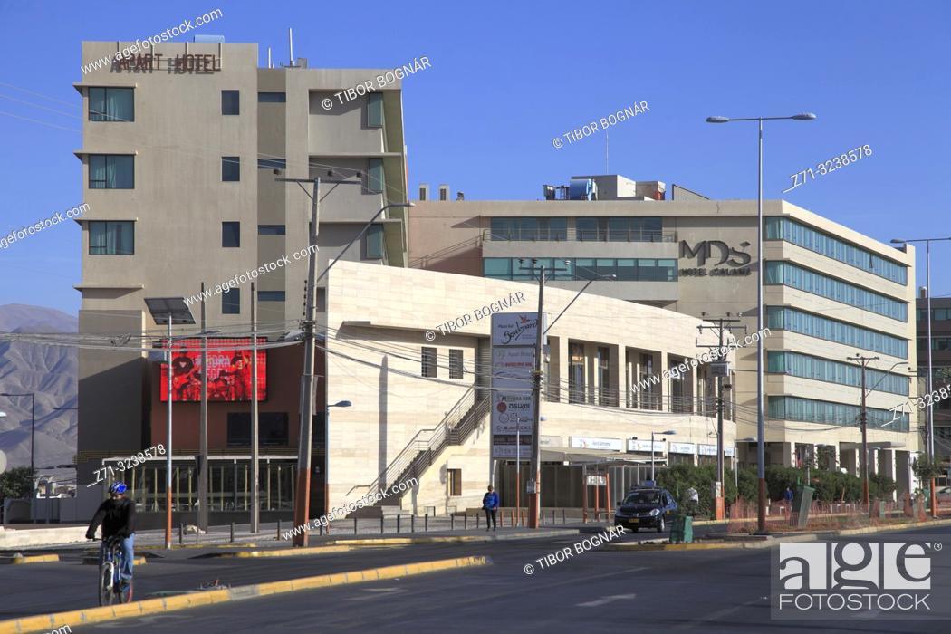Photo de stock: Chile, Antofagasta Region, Calama, Avenida Balmaceda, street scene,.