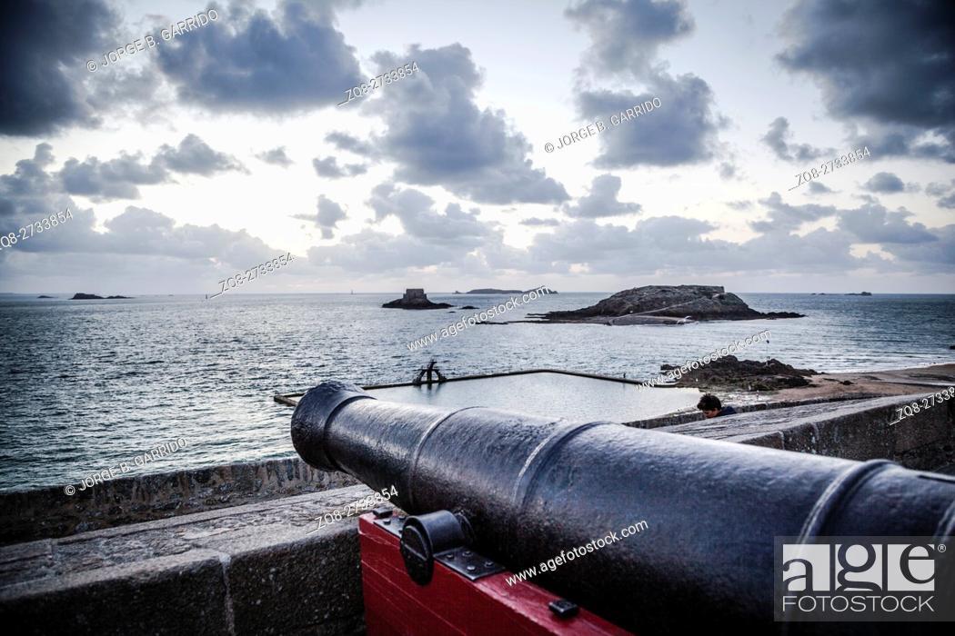 Stock Photo: Marine swimming pool from Sain-Malo, France.