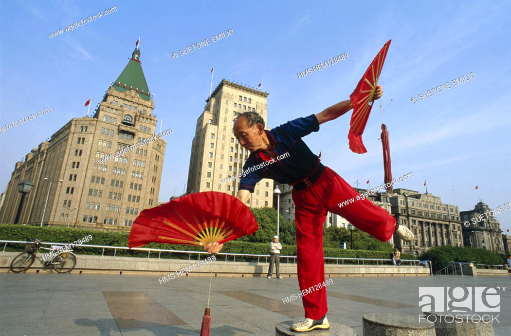 Stock Photo: China Shanghai city, Bund historic district, morning training at Hang Pu River Model (MR OK).
