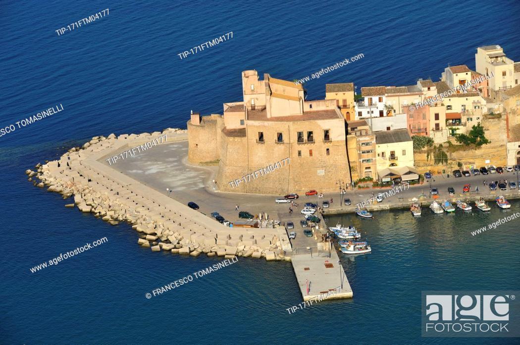 Stock Photo: Italy, Sicily, Castellammare del Golfo.