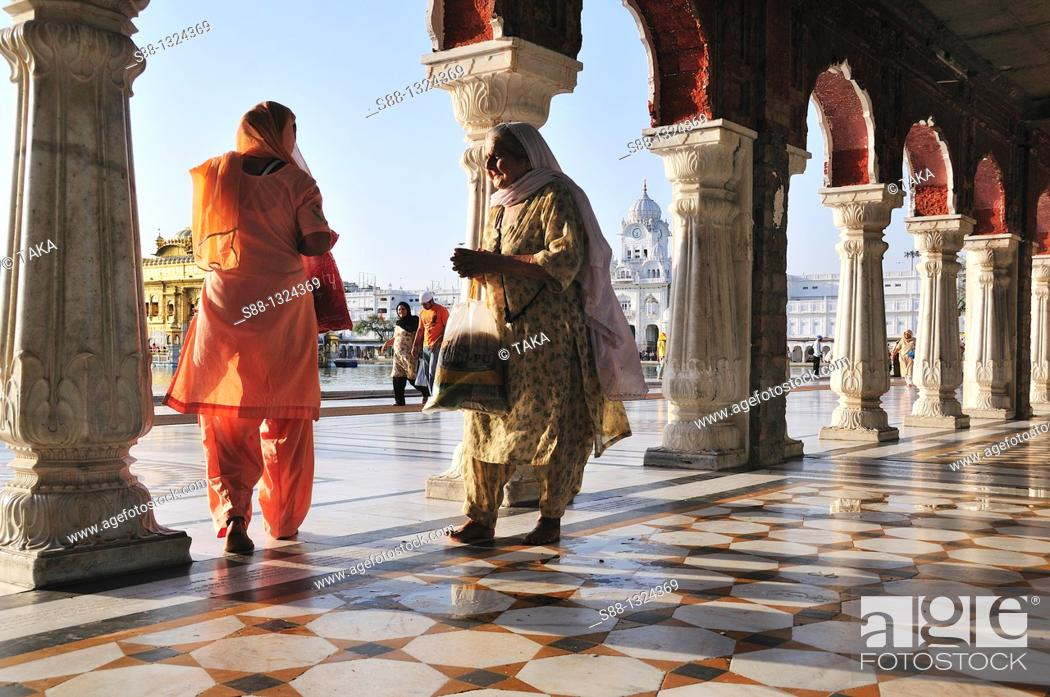 Stock Photo: Women at the Golden temple.