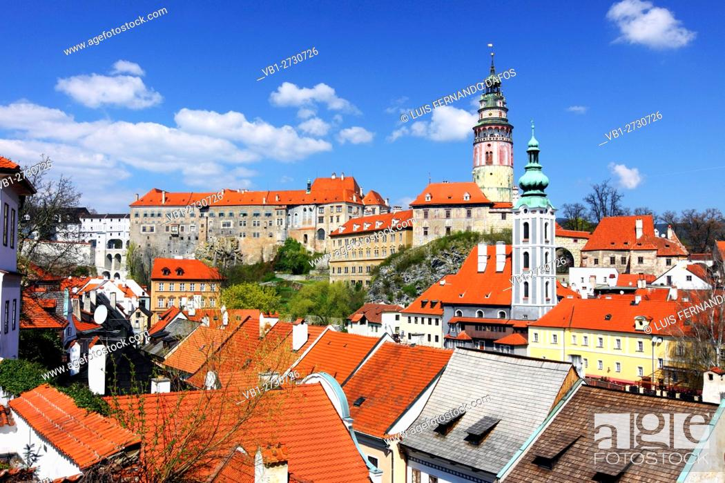 Imagen: Overview of the Unesco listed town of Cesky Krumlov with Castle and St Jost church Czech Republic.