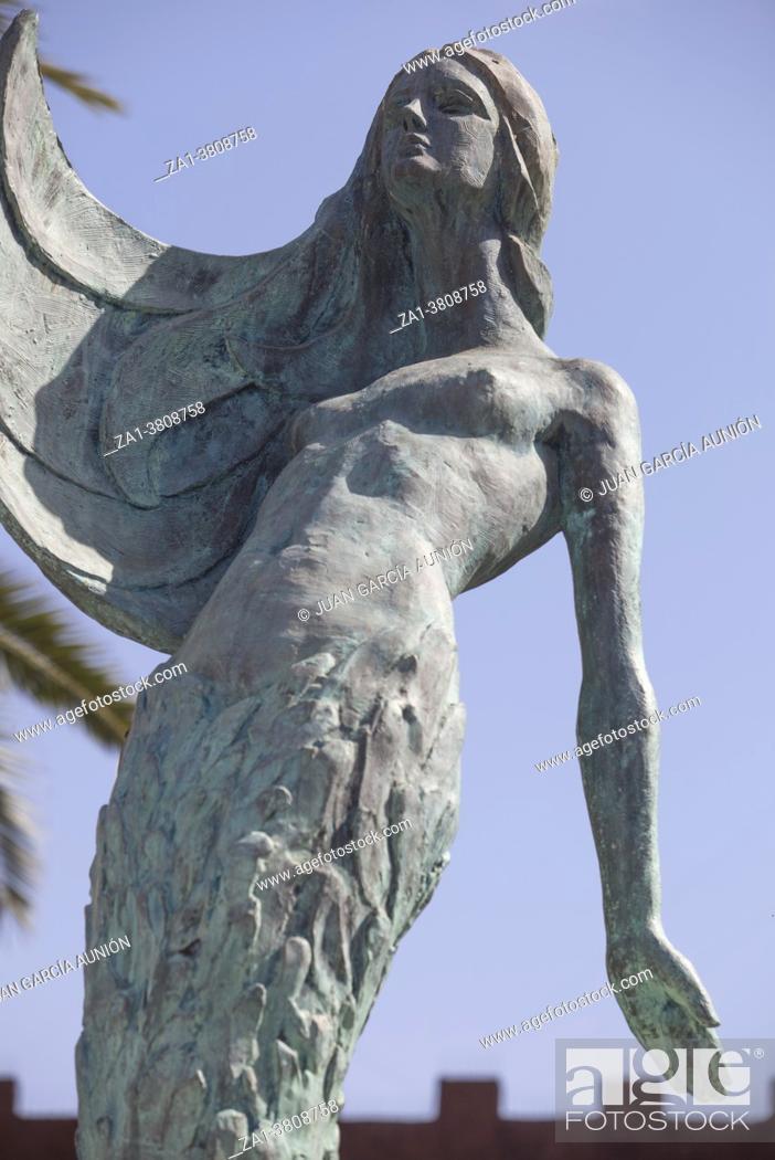 Photo de stock: Villanueva de la Serena, Spain - April 4th, 2021: Mermaid sculpture of Villanueva de la Serena, Badajoz, Spain. Sculpted by Perfecto Corchado.