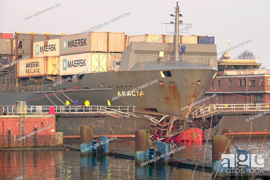 dpatop - 20 Februar 2018, Germany, Kiel: A cargo ship hit a
