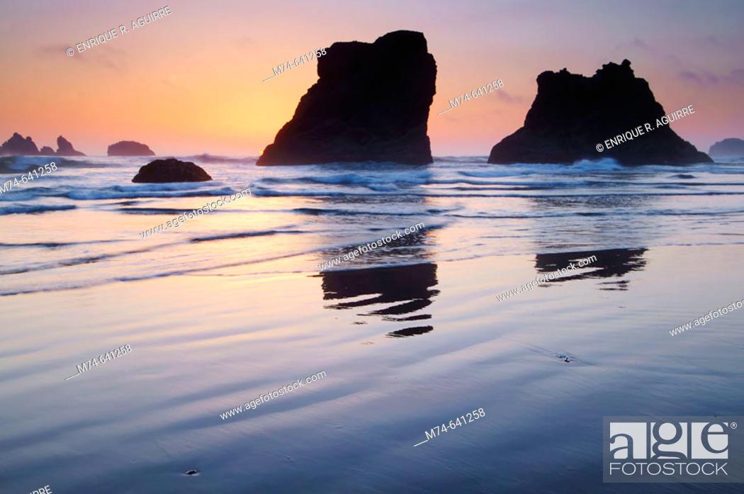 Stock Photo: Sea Stacks at sunset at Bandon Beach, Oregon, USA.