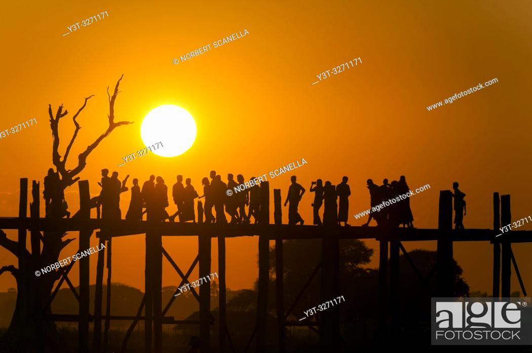 Stock Photo: Myanmar (ex Birmanie). Amarapura, region of Mandalay. The bridge U Bein, in teak wood, 1200 meters long, crosses Lake Taugthman.