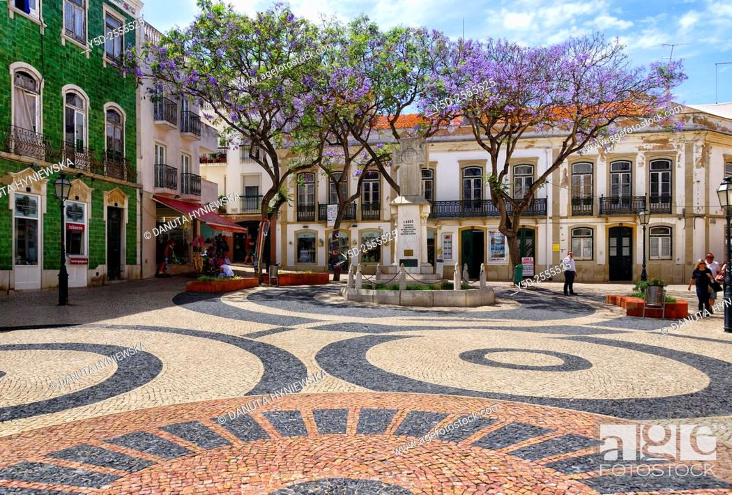 Imagen: Europe, Portugal, Algarve, Faro district, Lagos, old town, Praça Luis de Camoes.