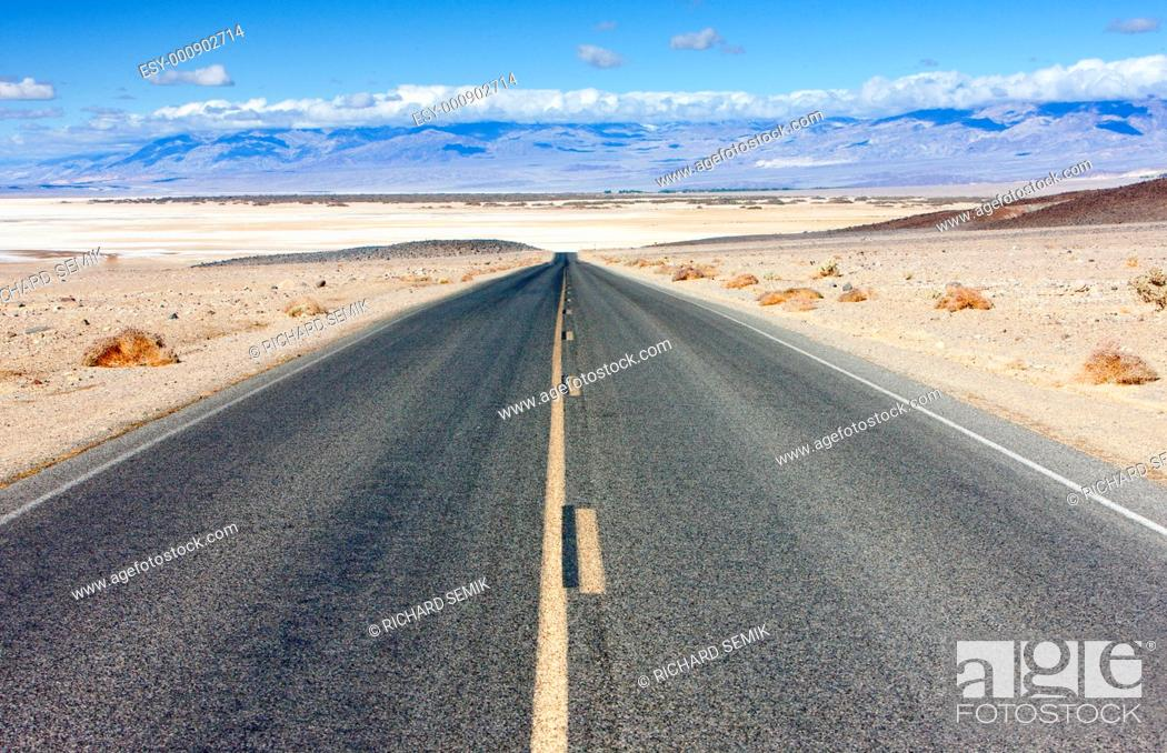 Stock Photo: road, Death Valley National Park, California, USA.