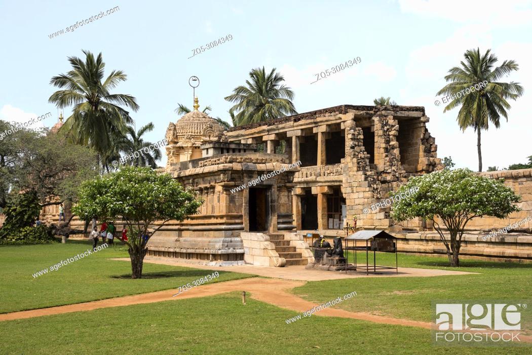 Stock Photo: Outer view of the Shiva temple, Gangaikonda Cholapuram, Tamil Nadu, India.