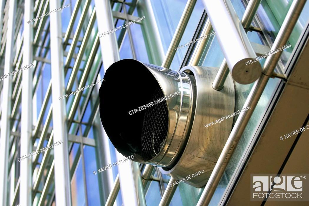 Imagen: Exhaust ventilation system, office building.