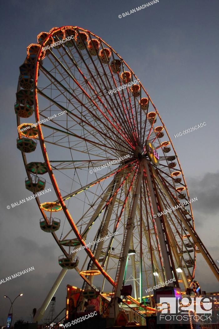 Stock Photo: FERRIS WHEEL AT A FAIR IN DUBAI.