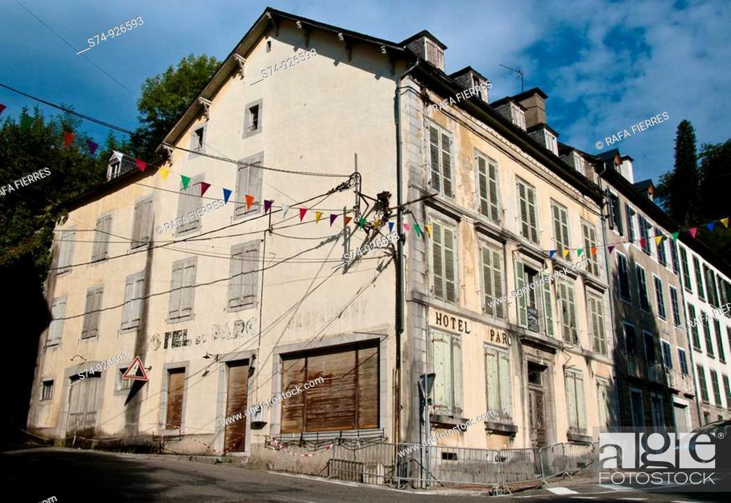Stock Photo: Edificio en Eaux Bonnex, Pirineo Atlántico, Francia.