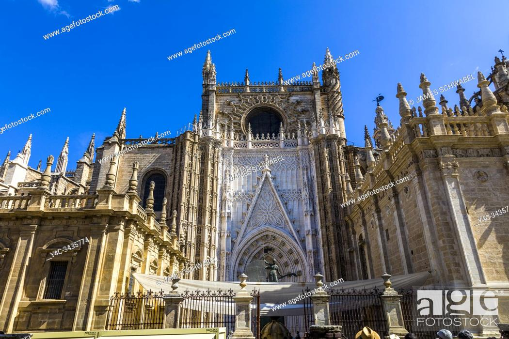 Imagen: The Cathedral of Seville Spain is the largest Christian Gothic cathedral in the world.