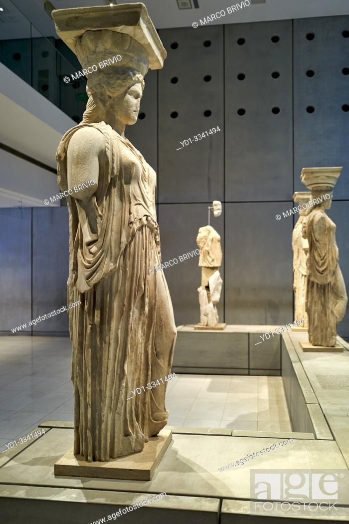 Imagen: Athens Greece. The Acropolis Museum caryatids.