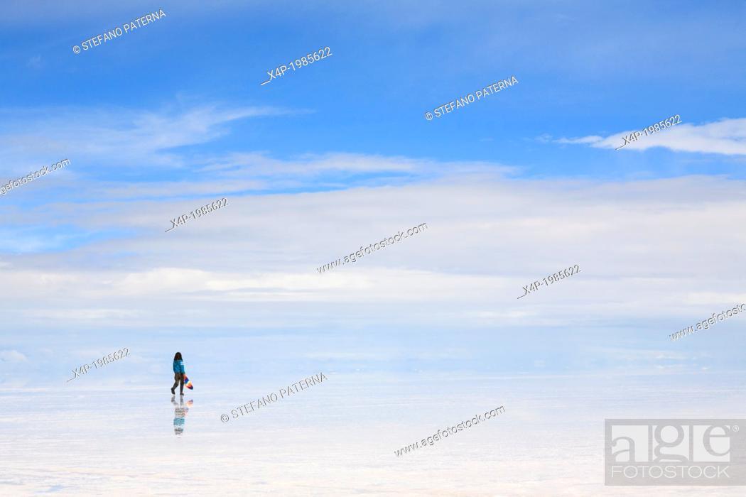 Stock Photo: Salar de Uyuni, Salt Flat Tours, Altiplano, Southwest Bolivia.