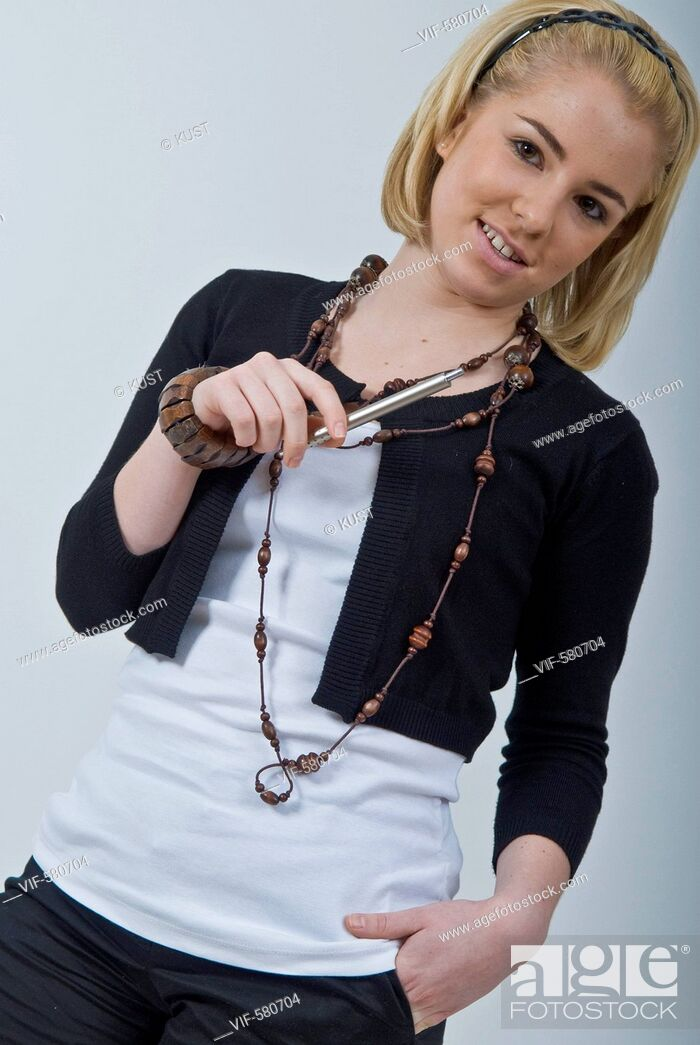Stock Photo: Portrait einer jungen Frau - Niederoesterreich, Ísterreich, 26/11/2007.