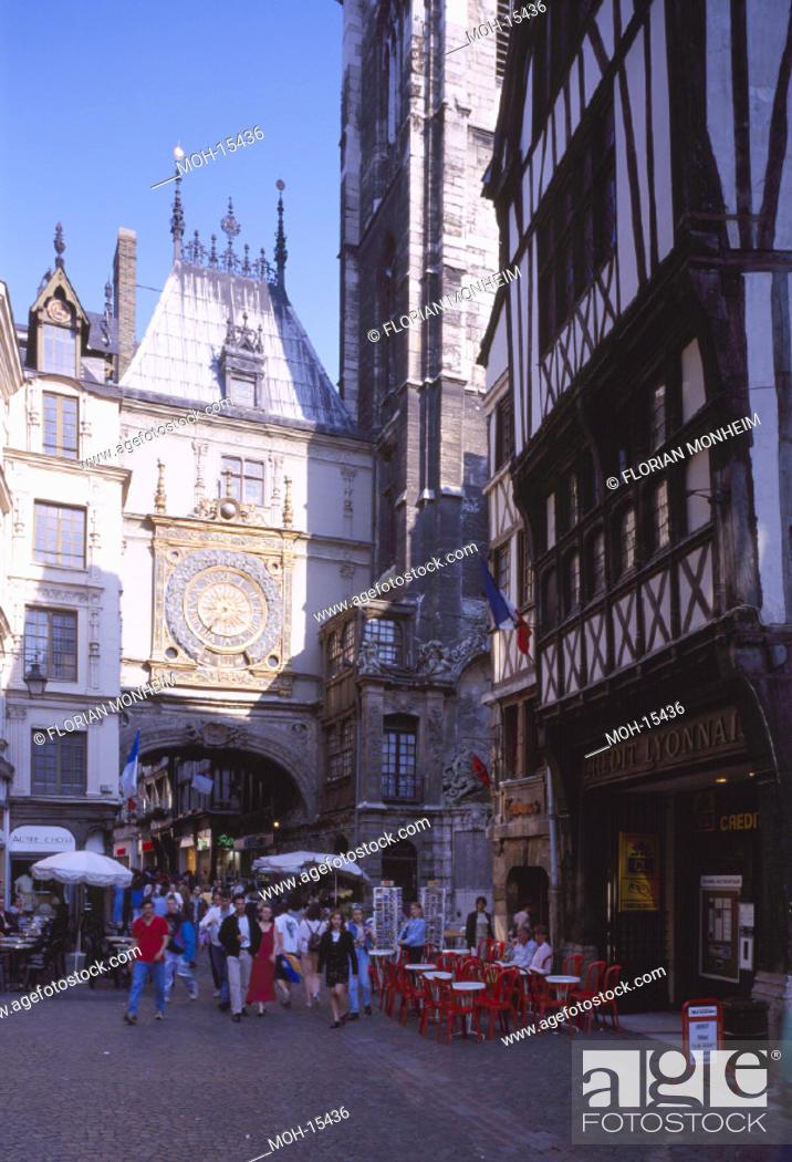 Stock Photo: Rouen, Rue du Gros-Horloge/ Große Uhr.