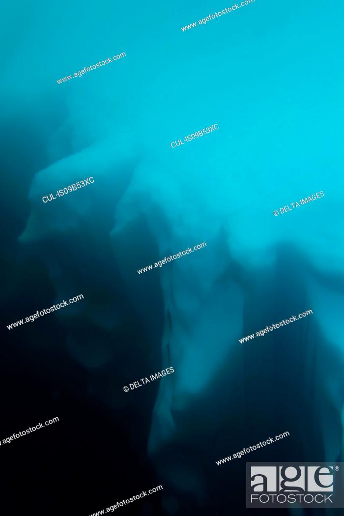Imagen: Underwater detail of an iceberg, Skontorp cove, Paradise Bay, Antarctica.