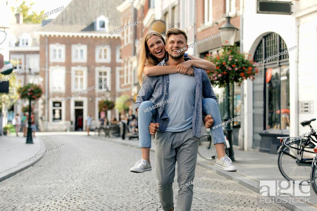 Photo de stock: Netherlands, Maastricht, happy young couple in the city.