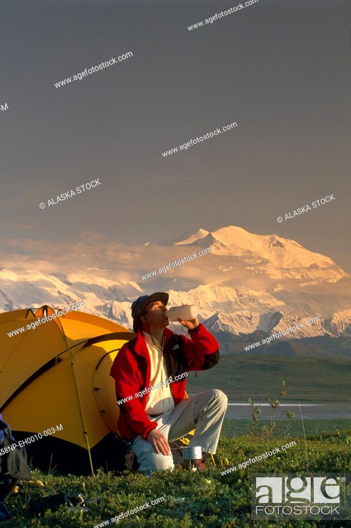 Photo de stock: Backpacker by Tent w/Mt McKinley Denali NP IN AK Summer.