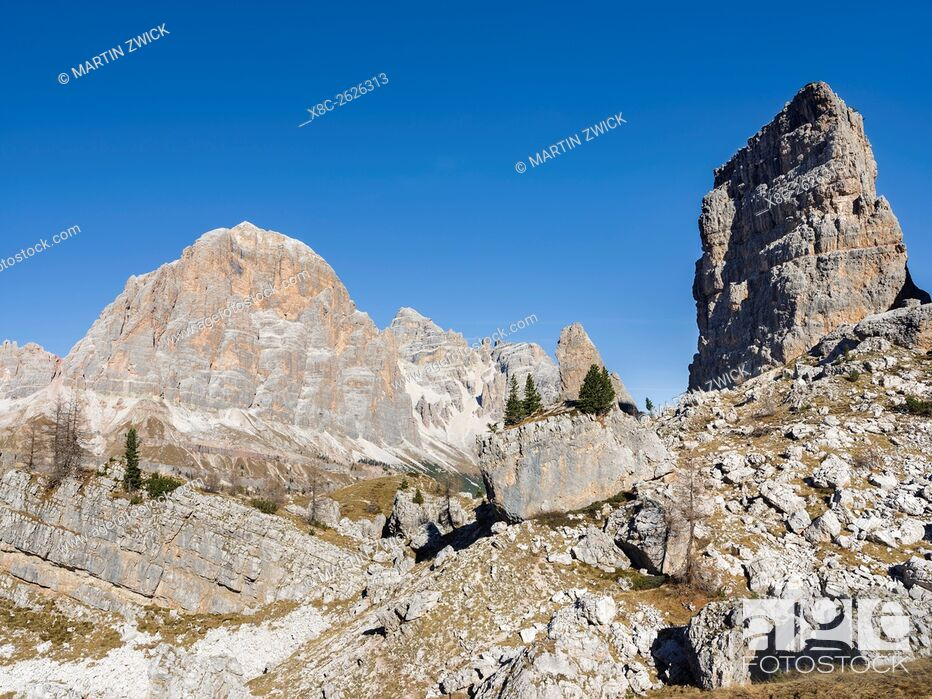 Imagen: The peaks of Mount Tofane and the Cinque Torri (foreground) in the Dolomites of Cortina d'Ampezzo. The Dolomites are listed as UNESCO World heritage.