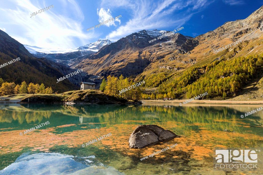Imagen: The afternoon sun bathes the area around the reservoir Lago Palü on the Alp Grüm near Poschiavo in an autumnal light, canton Grisons, Switzerland,.
