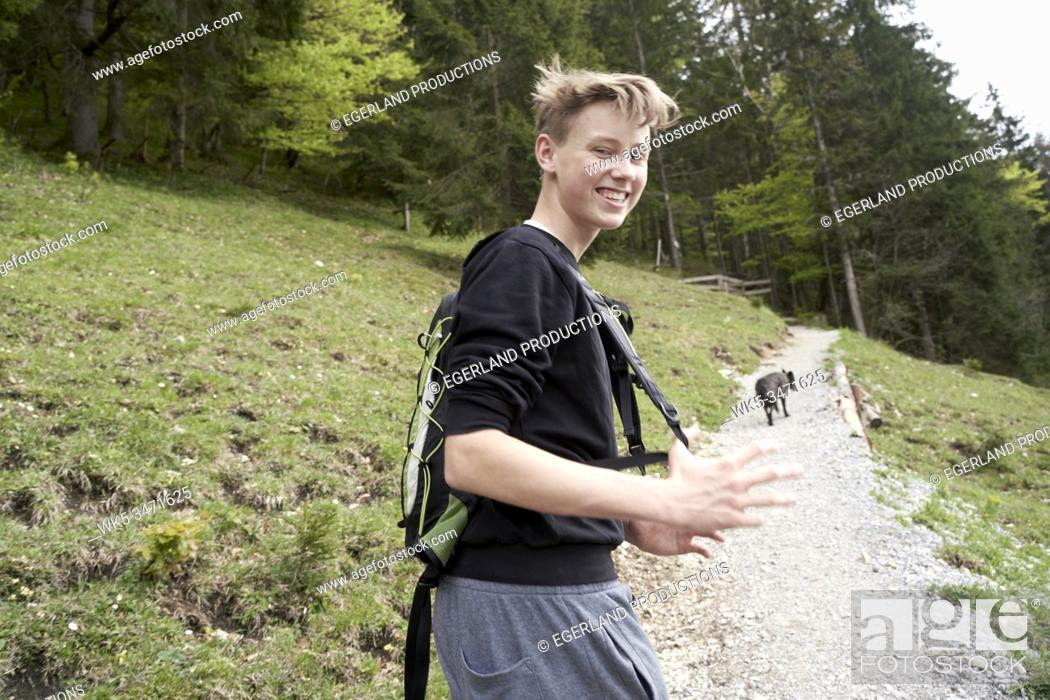 Imagen: Young boy in countryside. Bad Tölz, Upper bavaria, Germany.