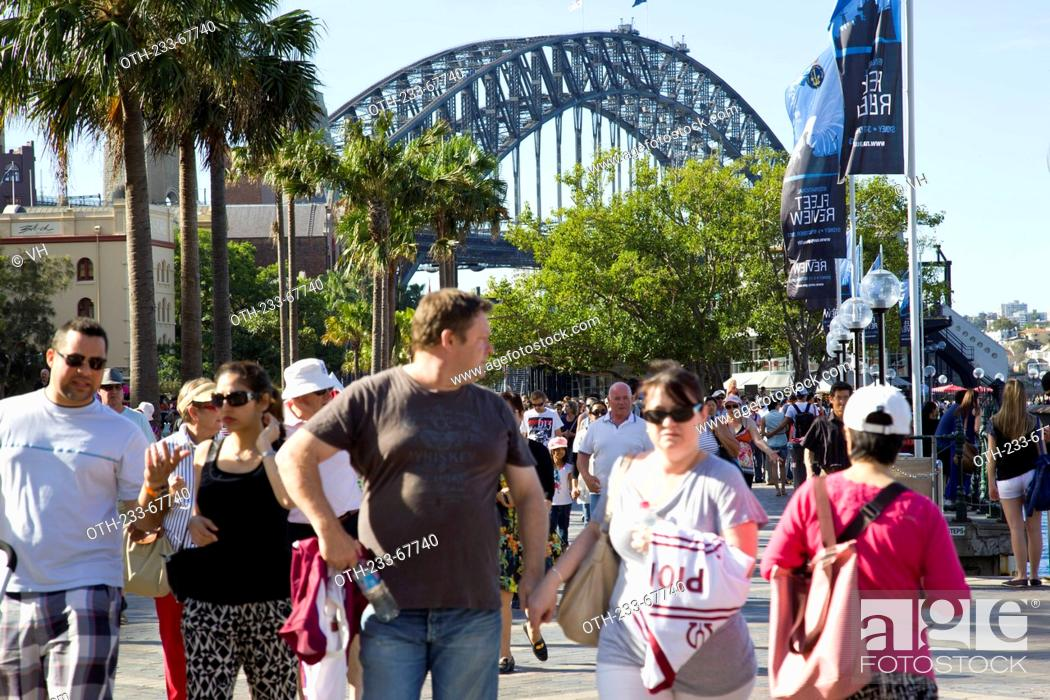 Stock Photo: Tourists at the Harbour Bridge, Sydney, Australia.