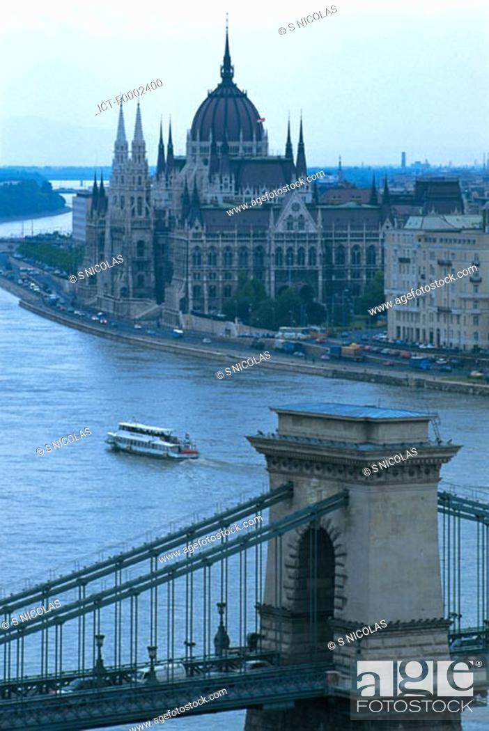Stock Photo: Hungary, Budapest, Chain Bridge and Parliament.