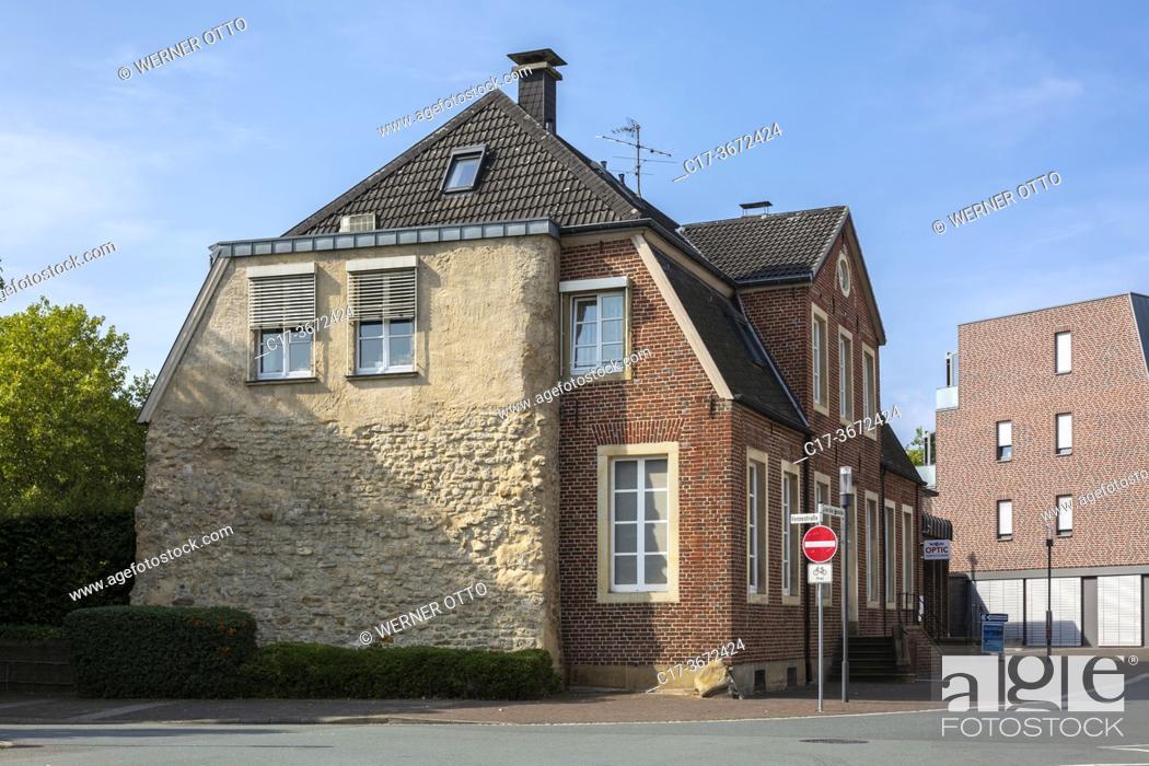 Imagen: Borken, D-Borken, Hohe Mark Westmuensterland Nature Park, Muensterland, Westphalia, North Rhine-Westphalia, NRW, residential house An der Alten Windmuehle 1-3.
