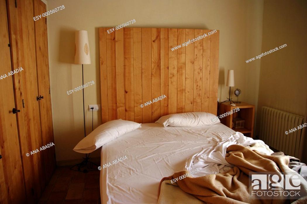 Stock Photo: dormitorio.