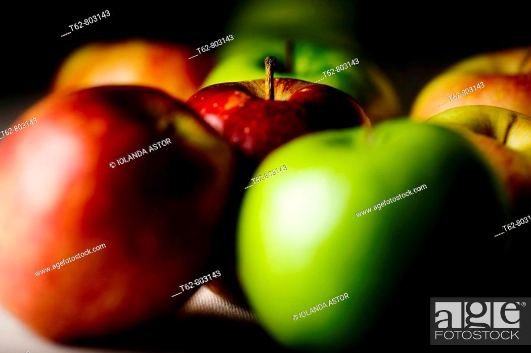 Stock Photo: Manzanas rojas y verdes. Bodegón.