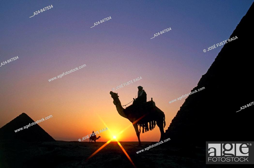 Imagen: Pyramids of Giza near Cairo, Egypt (March 2007).