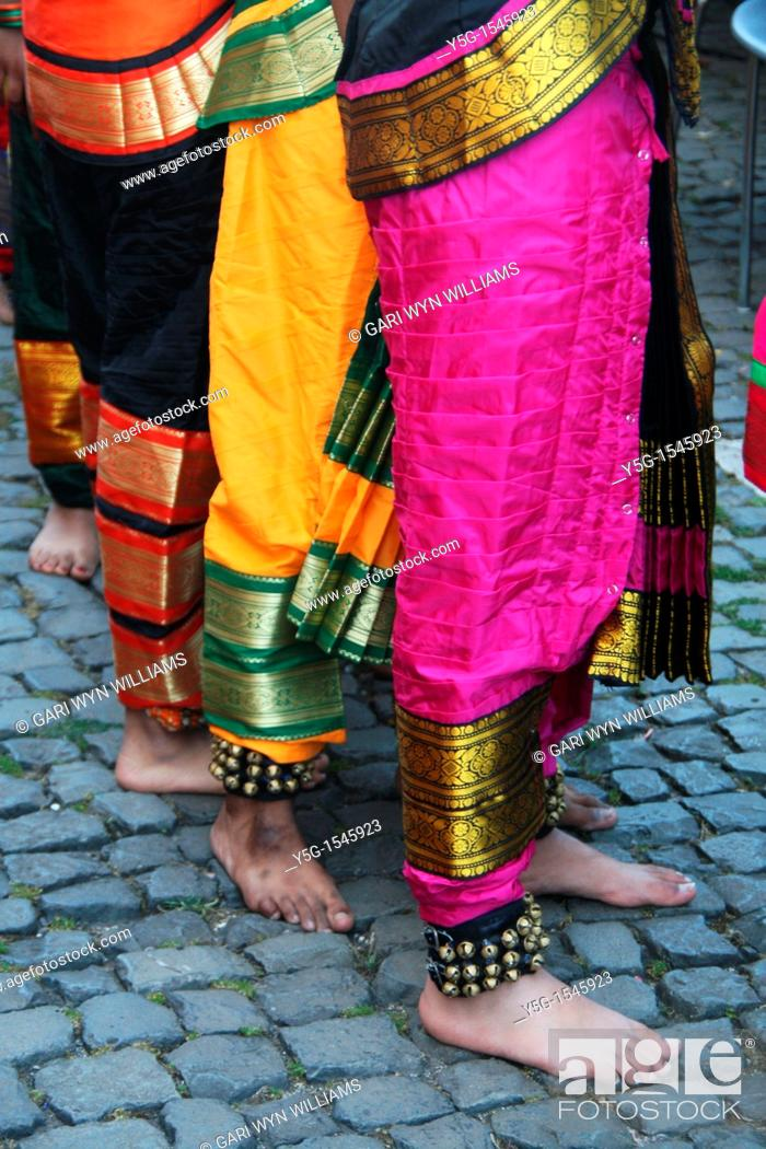 Stock Photo: oriental indian dance group.