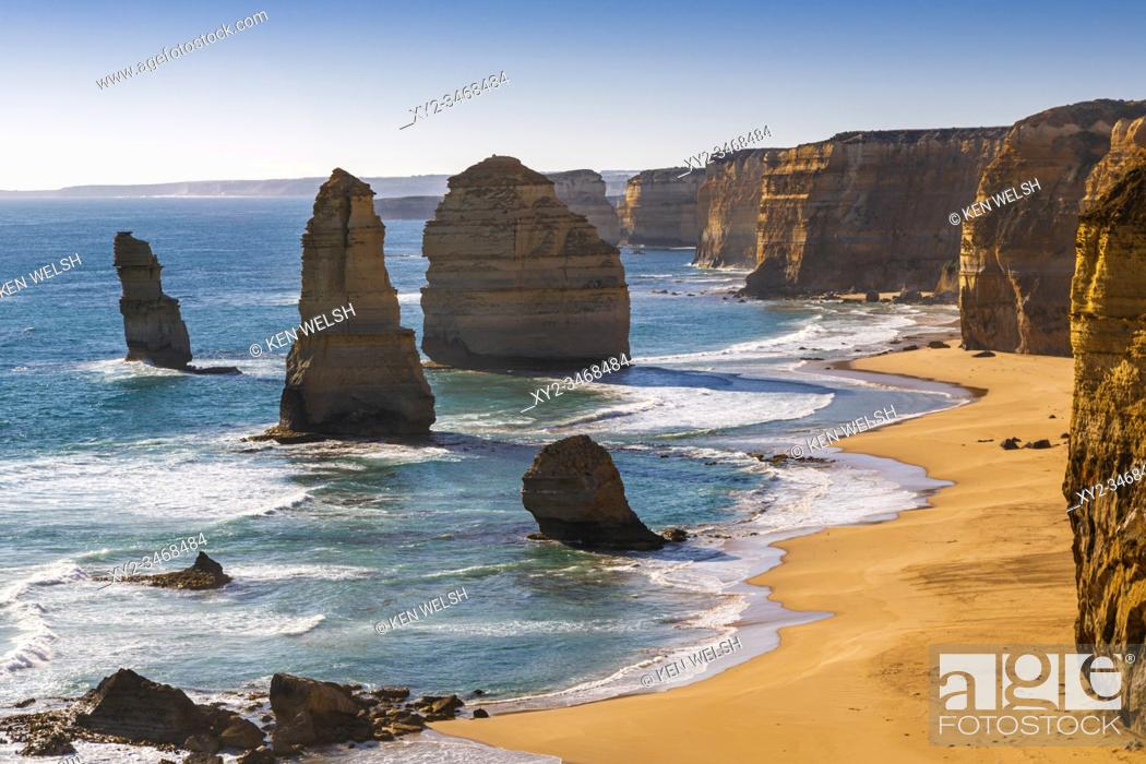 Imagen: The Twelve Apostles, near Port Campbell in the Port Campbell National Park, Great Ocean Road, Victoria, Australia. The Apostles are limestone stacks formed by.