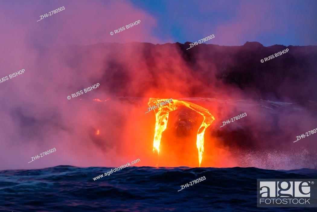 Photo de stock: Lava flow entering the ocean at dawn, Hawaii Volcanoes National Park, The Big Island, Hawaii USA.