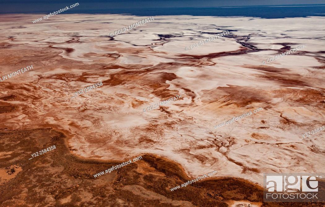 Imagen: Lake Torrens, near Lake Eyre, large salt lake, South Australia.
